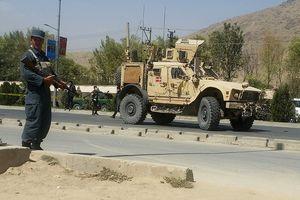 Đánh bom liều chết nhằm vào đoàn xe NATO ở Afghanistan