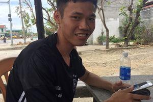 Chàng trai một mình vượt hàng ngàn cây số đến Hà Tĩnh giúp dân sau bão