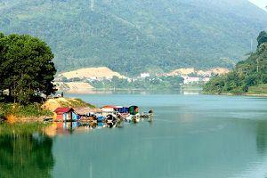Hà Giang: Nông dân thu nhập cao từ nuôi cá lồng trên sông Gâm