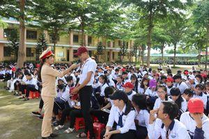 Đăk Nông: CSGT tổ chức tuyên truyền luật giao thông, chống xâm hại tình dục, bạo lực học đường