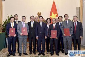 Bộ Ngoại giao trao quyết định bổ nhiệm và điều động cán bộ Ngành