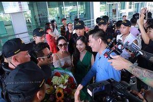 Bằng Kiều được người hâm mộ chào đón tại sân bay Vinh