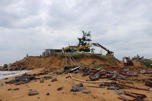 Triều cường, sóng lớn 'xóa sổ' khu sửa chữa tàu thuyền