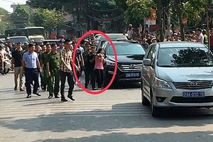 Hà Nội: Gã thanh niên manh động dùng súng khống chế con tin đã bị bắt