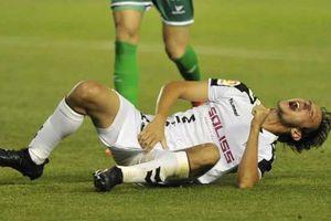 Hậu vệ Argentina phải khâu 10 mũi vì chấn thương nhạy cảm