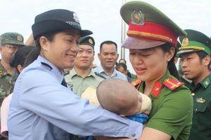 Quảng Ninh: Tiếp nhận bé trai gần 4 tháng tuổi bị bán sang Trung Quốc