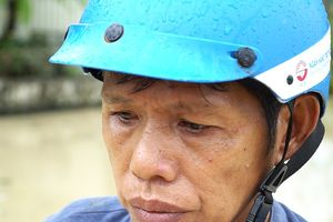 Người dân TP Nha Trang dồn sức khắc phục bão 12