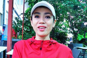Hoàng Yến: Lá Đỏ khán đài
