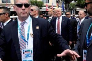 Ông Trump được bảo vệ 'tầng tầng lớp lớp' thế nào khi ở nước ngoài?