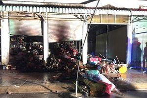Cà Mau cháy chợ trong đêm, 5 ki ốt 'biến mất'