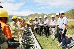 Ngành điện miền Trung hỗ trợ Khánh Hòa phục hồi lưới điện sau bão số 12