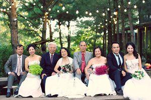 3 thế hệ nhà cô dâu, chú rể đi chụp ảnh cưới trong hạnh phúc