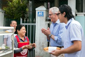 Bà chủ bán bánh mỳ cho Thủ tướng Úc: 'Nếu ông quay lại, tôi sẽ bán chiếc bánh mỳ thật đặc biệt'