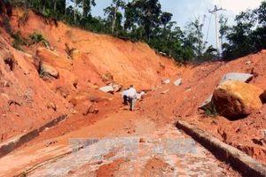Bình Định: Một số địa phương vẫn bị chia cắt do sạt lở núi