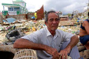 Người dân trắng tay vì ốc hương chết hàng loạt sau bão Damrey