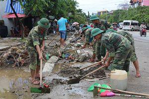 Giúp người dân vùng lũ Thừa Thiên-Huế