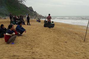Tìm thấy thi thể nam sinh mất tích khi tắm biển Thiên Cầm