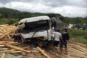 Ô tô tải tông xe máy khiến 2 vợ chồng thương vong