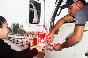 Bình Định: Nhiều tài xế xe dùng tiền lẻ mua vé qua trạm BOT gây ách tắc giao thông