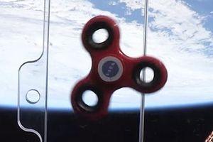 Video thú vị con quay Spinner 'nhảy múa' trong không gian