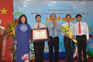 Trường Cao đẳng GTVT Trung ương VI nhận bằng khen của Thủ tướng