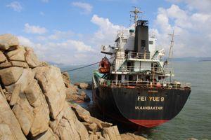 Tàu gặp nạn tại Quy Nhơn hoàn thành hút dầu trước 25/11