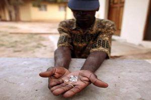 Mỏ 'vàng trắng' trữ lượng 1.000 tỉ USD tại Zimbabwe
