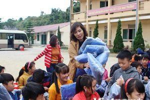 Hành trình tiếp lửa sưởi ấm học sinh trường bán trú Tả Ván Hà Giang