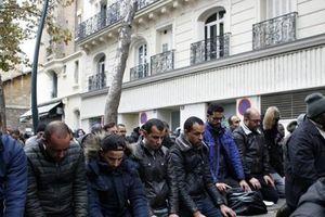 Pháp muốn ngăn chặn việc cầu nguyện Hồi giáo trên đường phố