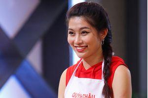 Một bữa nấu ăn nói 'chết rồi' 80 lần, Chế Nguyễn Quỳnh Châu đành phải đầu hàng Pha Lê