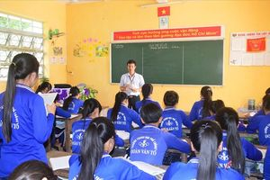 Tấm gương nhà giáo Việt Nam 2017: Khi nằm xuống chỉ mong được đi qua trường lần cuối