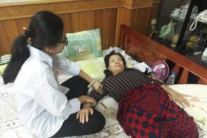 Cô giáo bị tai nạn mất cả đôi chân