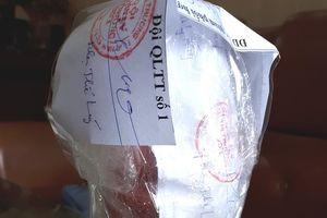 Lùm xùm vụ chai nước dán nhãn Trà thảo mộc Dr Thanh chứa dị vật