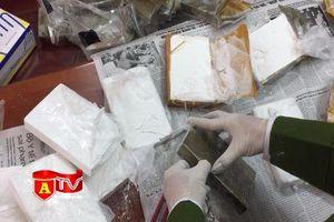 Cận cảnh giám định 47 bánh ma túy vận chuyển trái phép từ Sơn La về Hà Nội