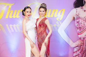 Angela Phương Trịnh diện váy sexy đọ dáng cùng Hoa hậu Thư Dung