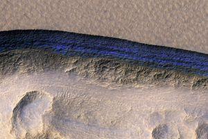 Đã tìm thấy băng sạch ngay dưới bề mặt sao hỏa