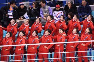 'Đội quân sắc đẹp' Triều Tiên 'nhuộm đỏ' khán đài nhà thi đấu Hàn Quốc
