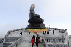 Hành hương lên đỉnh Fansipan lễ Phật cầu an đầu năm mới