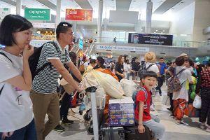 Sân bay Cam Ranh 'ngập' khách Trung Quốc và Nga