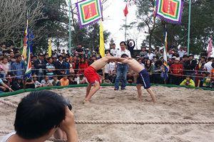 Tưng bừng khai hội vật truyền thống làng Thủ Lễ mừng Xuân Mậu Tuất