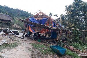 Mưa đá, lốc xoáy càn qua miền Tây Nghệ An, hàng trăm nhà dân tốc mái