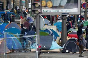 Dự luật mới đề xuất phạt tù đến 5 năm người nhập cư dùng giấy tờ giả ở Pháp