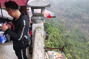 Xô đẩy nhau, vứt rác bừa bãi trong ngày khai hội chùa Hương
