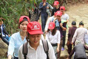 Nghìn người đổ về trẩy hội chùa Hương Tích
