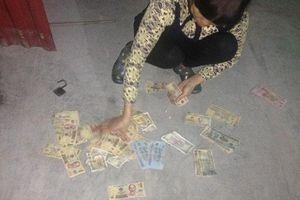 Thanh niên suýt mất Tết vì bị chó cưng cắn nát ví tiền