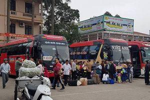 Hàng nghìn người Nghệ An tất bật đón xe khách vào Nam, ra Bắc làm việc