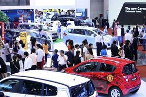 Giá ô tô vẫn chưa chịu giảm