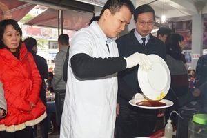 Một số nhà hàng tại lễ hội chùa Hương rửa bát bẩn