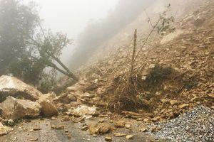 Hà Tĩnh: QL8A đi cửa khẩu Cầu Treo qua Lào bị sạt lở, chia cắt nghiêm trọng