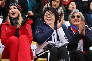 Cô Ivanka Trump xem trượt ván với đệ nhất phu nhân Hàn
